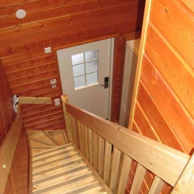 Pose d'un escalier maison en lambris